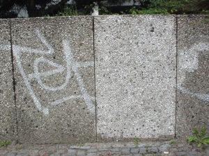 Čišćenje fasade na šljunčanom betonu, primjer 1