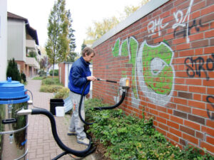 Uklanjanje grafita s cigle, primjer 1