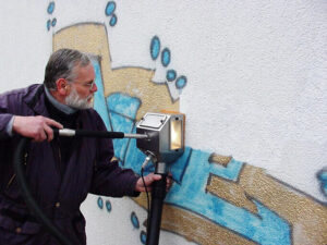 Uklanjanje grafita s gipsa, primjer 1