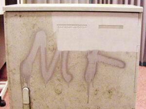 Uklanjanje grafita s plastike, primjer 5