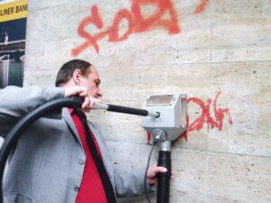 Uklanjanje grafita s prirodnog kamena, primjer 1